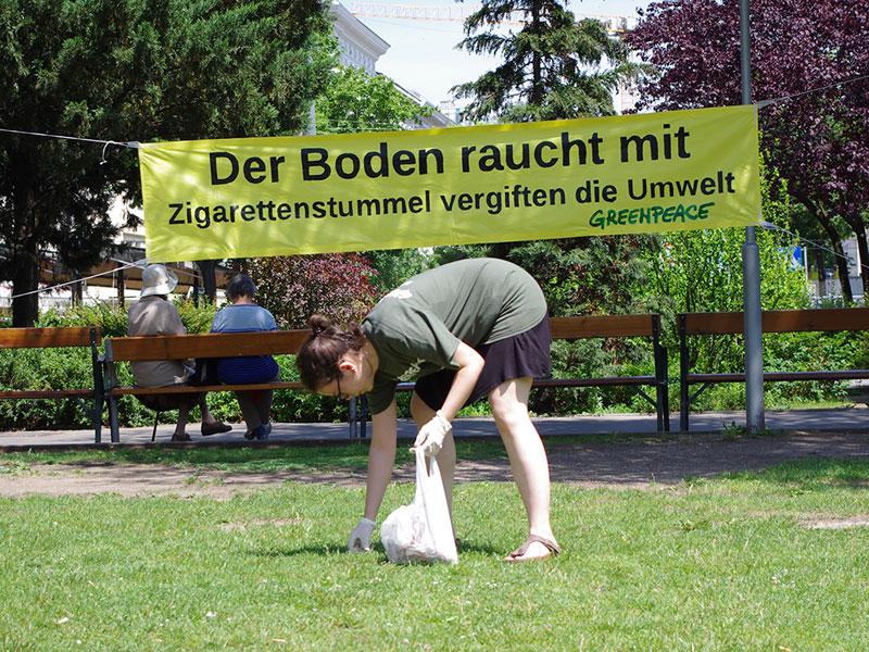 Greenpeace Freiwilligen Team Wien reinigt Votivpark